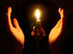Как самостоятельно освятить квартиру свечами, сколько стоит освятить квартиру?
