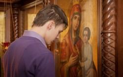 Какие православные молитвы читать и слушать перед причастием и исповедью?