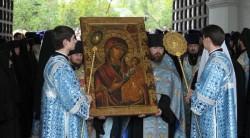 Иверская икона Божьей Матери: от чего помогает и о чем ей молятся?