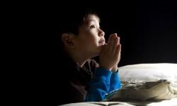 Короткая православная молитва на ночь перед сном, чтобы ребенок хорошо спал